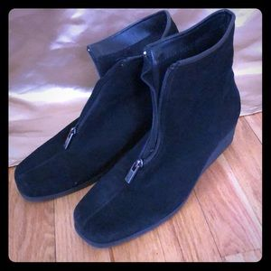 La Canadienne black suede waterproof ankle boots